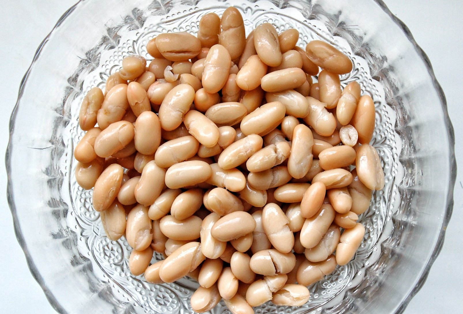 Cannellini beans in a glass bowl