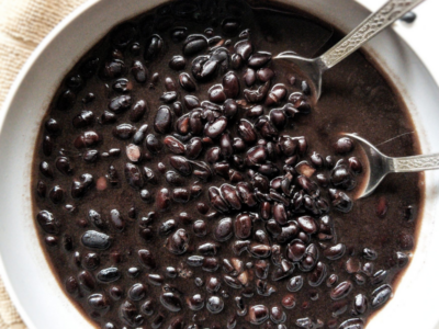 No soak, cooked black beans in a gray bowl.