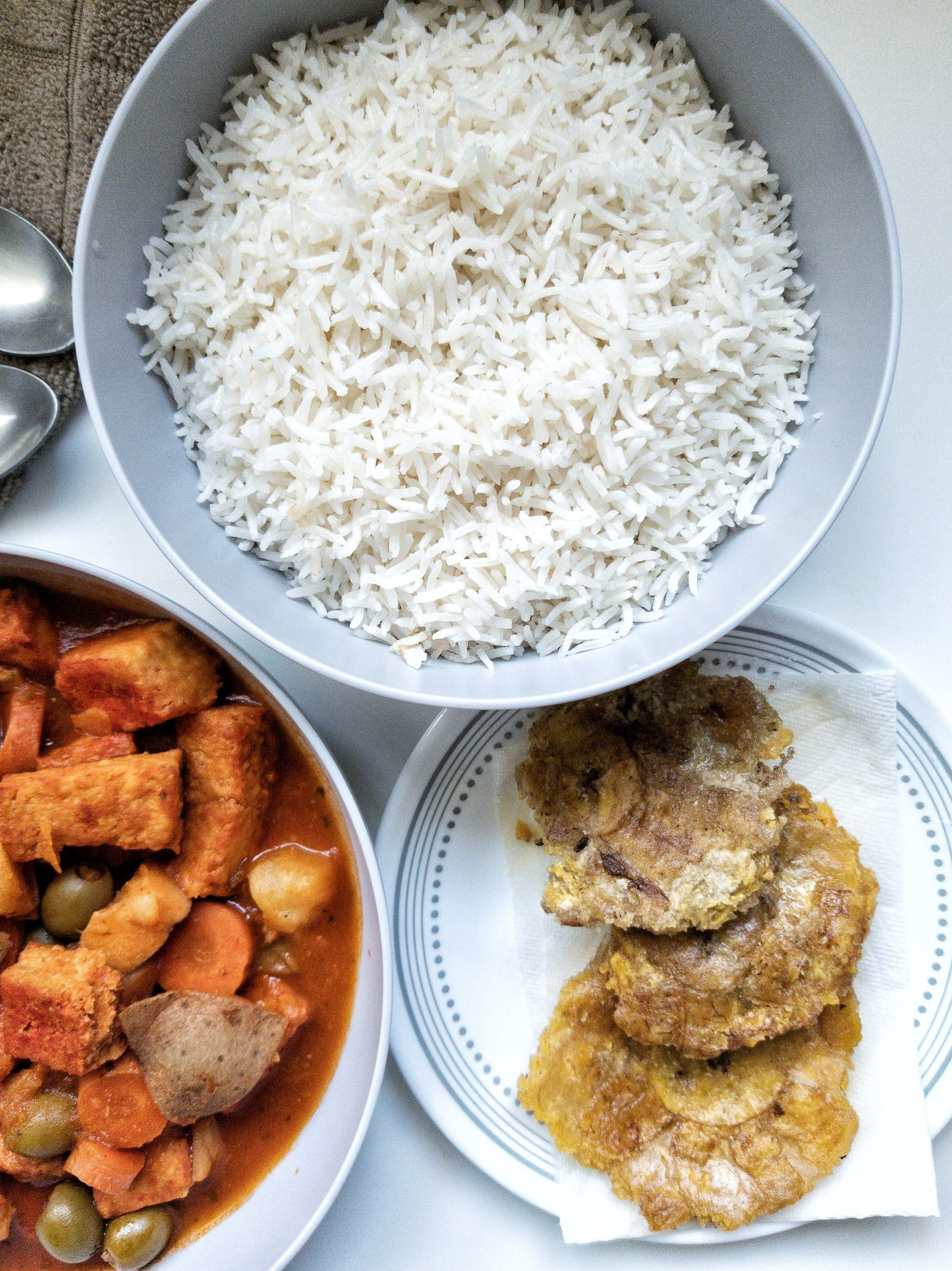 Bowl of white rice and fried plantains (tostones)