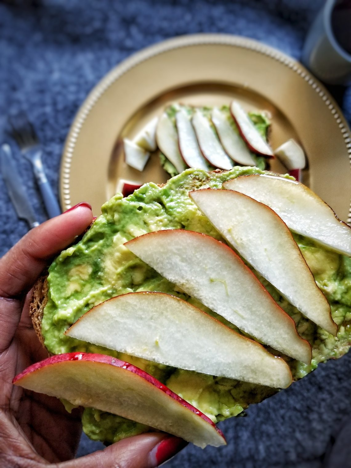 Toasted bread topped with avocado and sliced pears