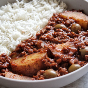 Vegan picadillo with potatoes and olives.