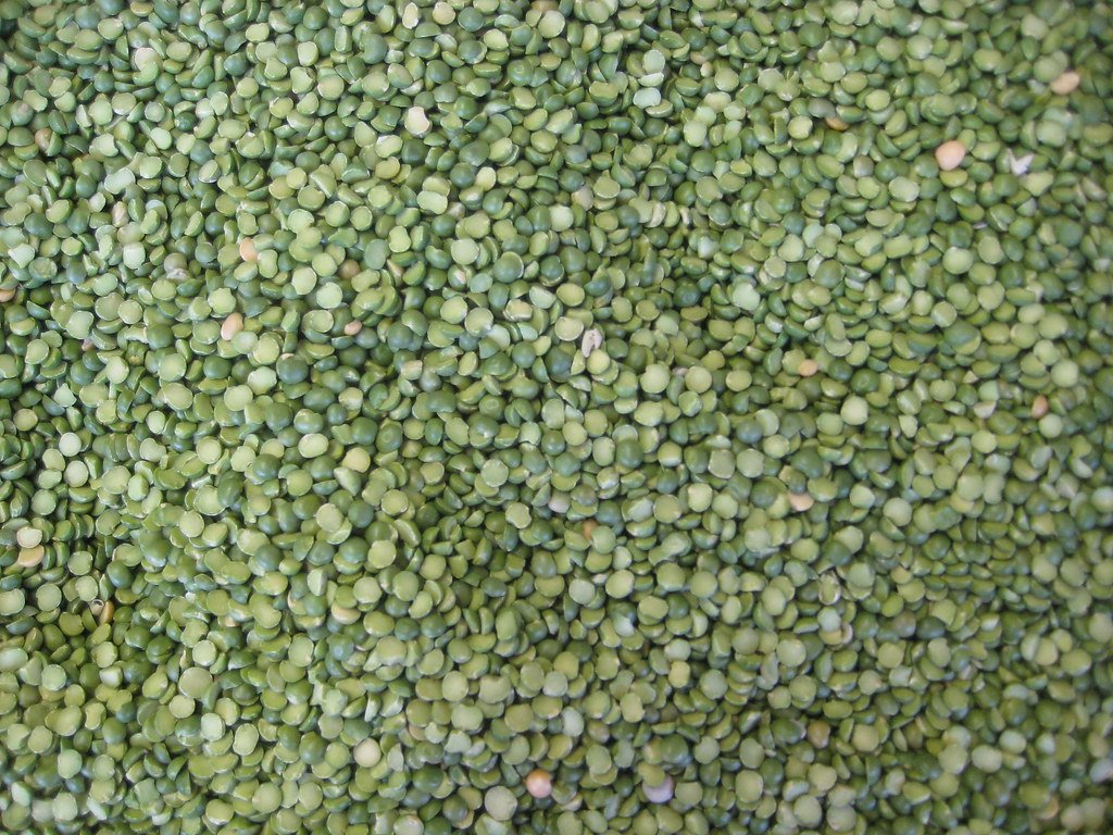 Close up to uncooked split green peas