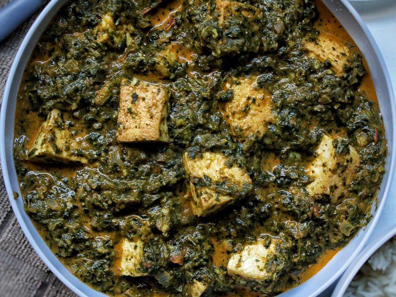 vegan tofu palak paneer with naan, rice, and onion