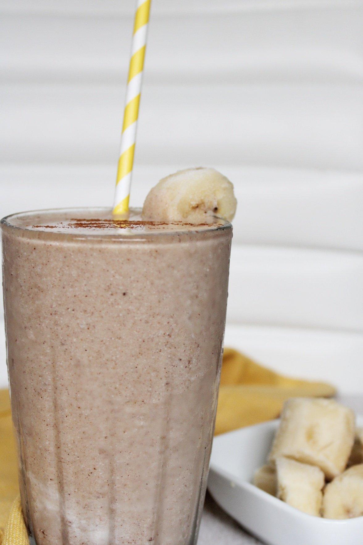 Banana milkshake with a side of bananas