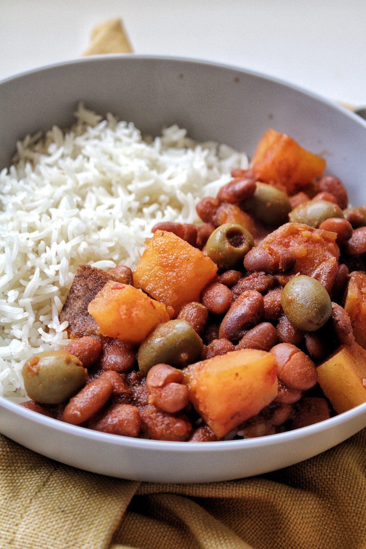 Pinto beans with potatoes and olives with a side of white rice