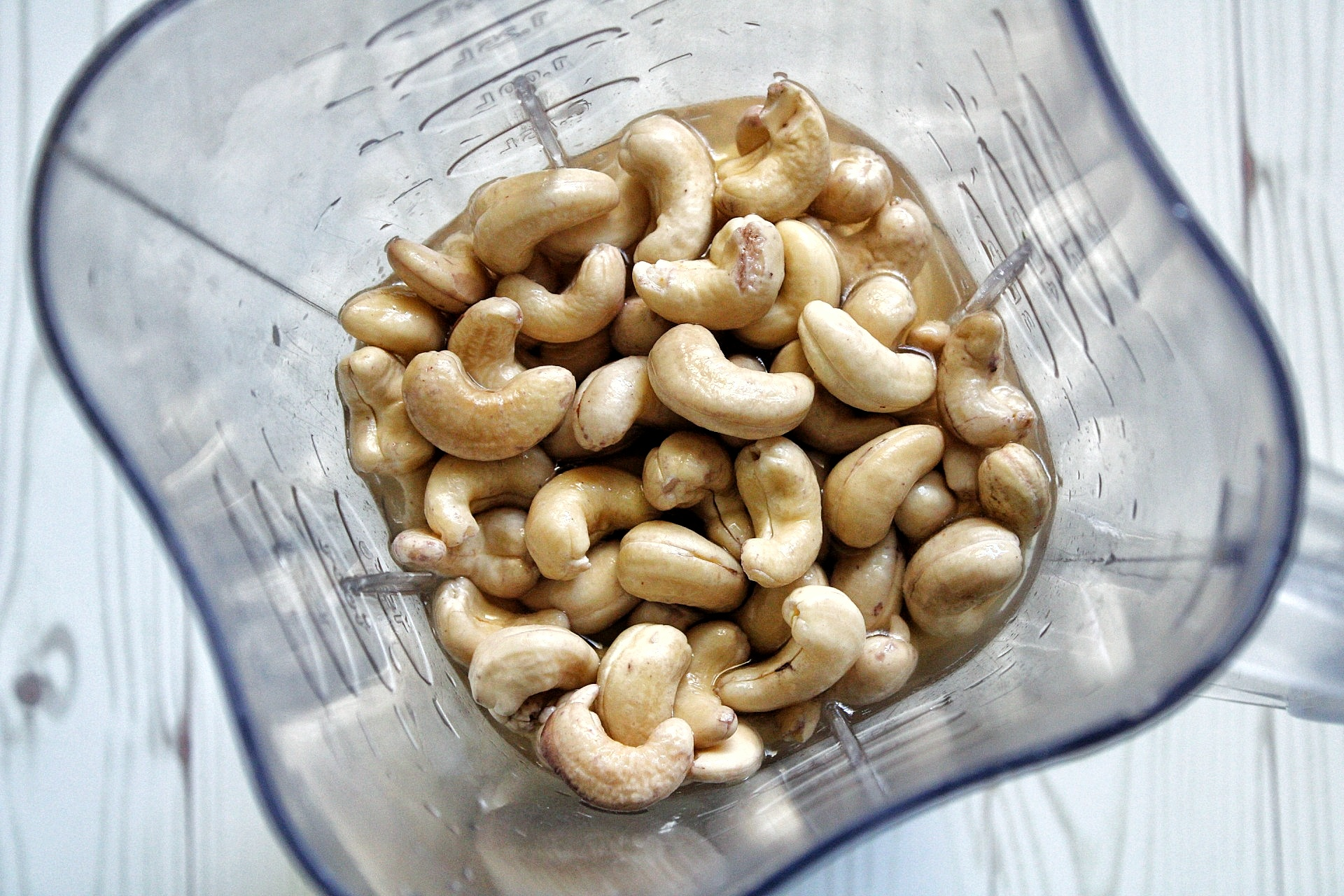 Soaked cashews in a blender