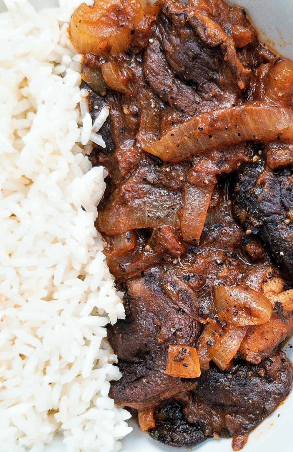 Stewed mushrooms with onion with a side of rice.